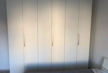 Camera  da letto di colore bianco