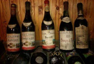Bottiglie di vino d'annata