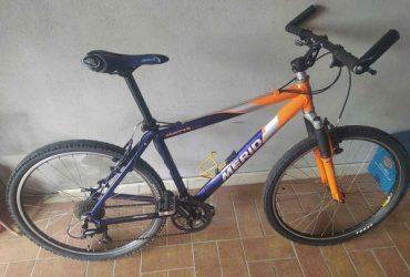 Mountain bike Merida montata Shimano Deore 9×3