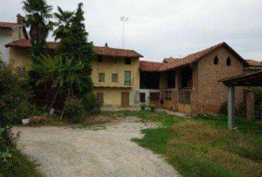 SANTA VITTORIA D'ALBA – Casa colonica di 150mq. vendo